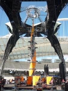Assembling U2 360 Stage